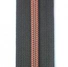 anthrazitfarbener Reißverschluss metallisiert mit kupferner Krampe